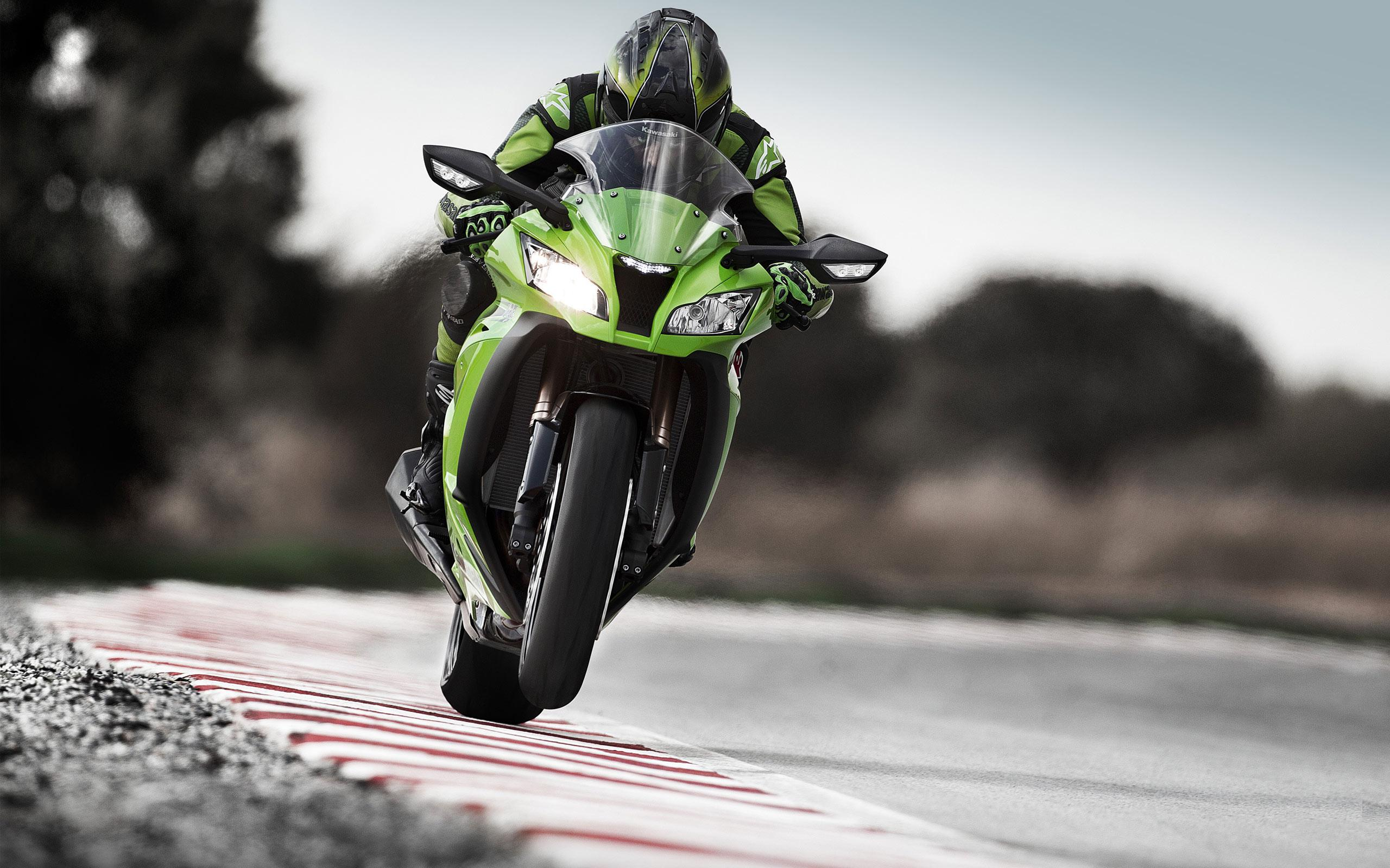 kawasaki_motorcycle_racing-wide